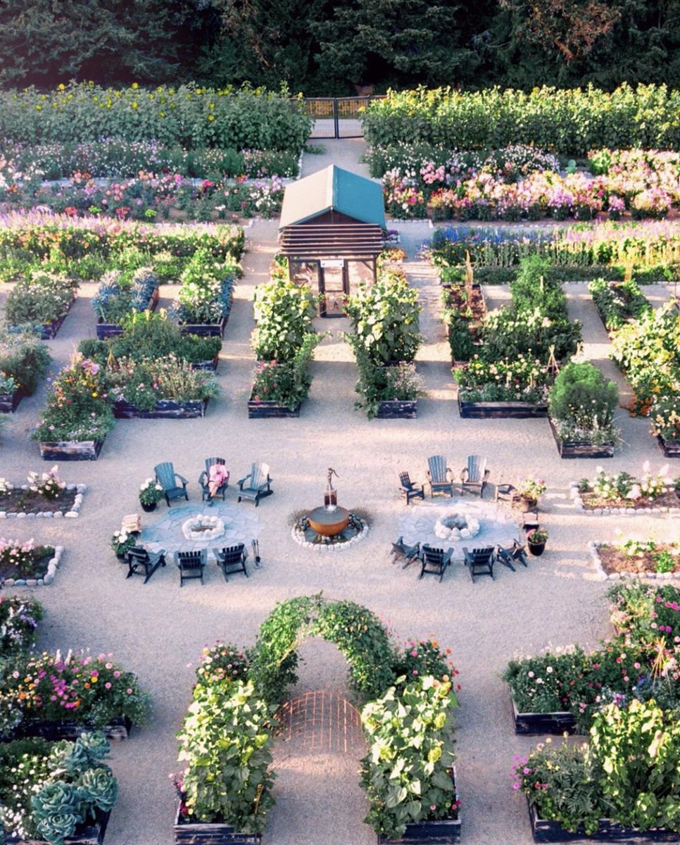 Ever wonder what your garden looks like for our high flying friends? Check out this incredible birds-eye view of @farmluxe's garden. - https://t.co/IHamLy7Cep https://t.co/jSdi6WOZKI