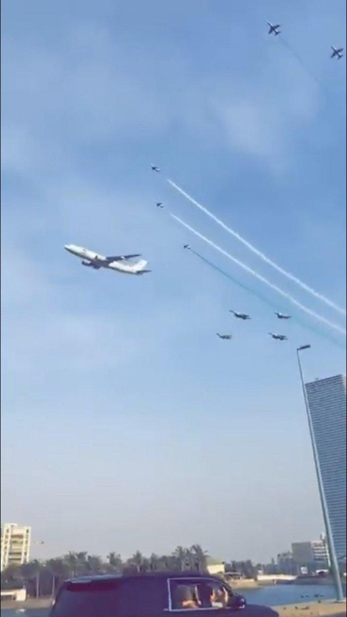 اختتام فعاليات الطيران بعروض استعراضية بسماء #جدة بمناسبة #اليوم_الوطني_السعودي_90.  https://t.co/PEYMEXTVbB https://t.co/mZT29hqleJ