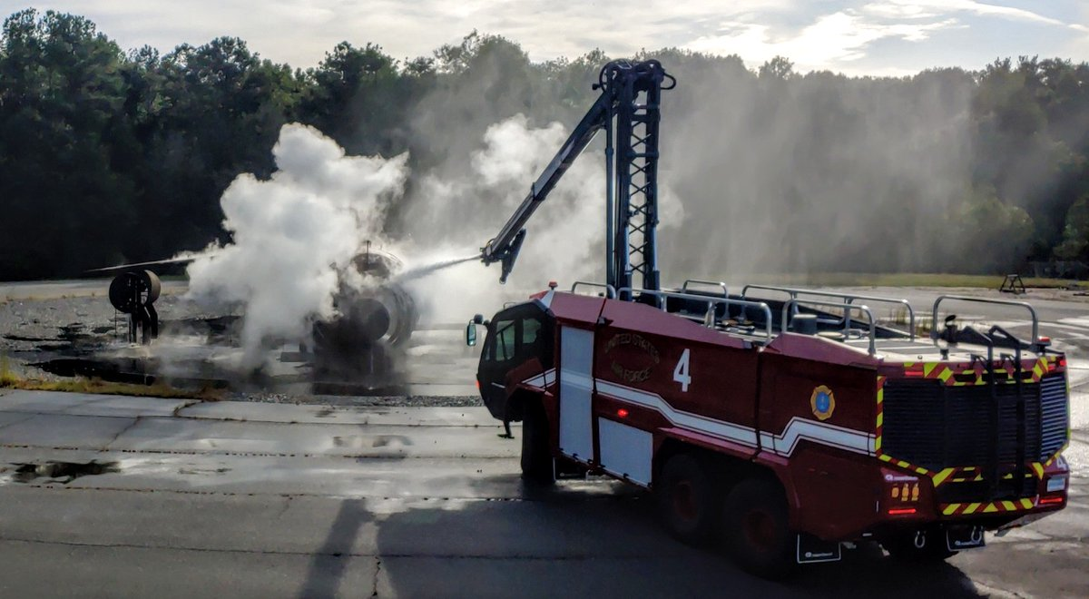 Live #arff fire training this morning #usaffire #fire #gafire #fire #crash4 https://t.co/BxqnwMu5CR