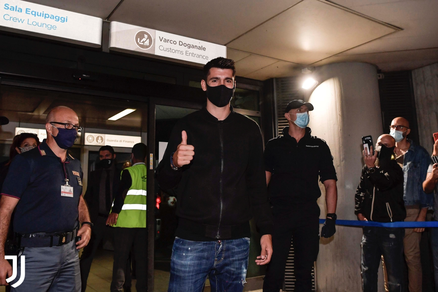 Morata, en su llegada al aeropuerto de Turín (Foto: Juventus FC).