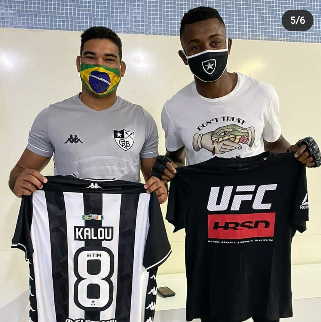 Ivorian soccer player and Botafogo star @salomonkalou with UFC's @HerbertBurnsMMA in Rio (via Burns's IG). #PutFire 🔥 https://t.co/xJ9aRiDoIa