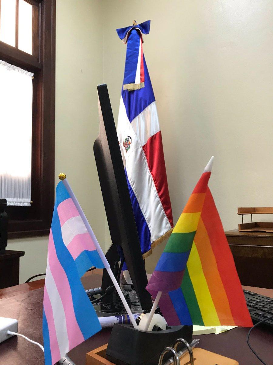 Ah bueh RT @DiarioLibre: | Actualidad| Convocan a manifestación frente al Palacio Nacional por bandera LGBT en despacho de viceministra.  Ampliar detalles aquí  https://t.co/McMlfS0RPR  #DiarioLiobre  #LGTB #MarchaalPalacio https://t.co/4zBfmLNKgT