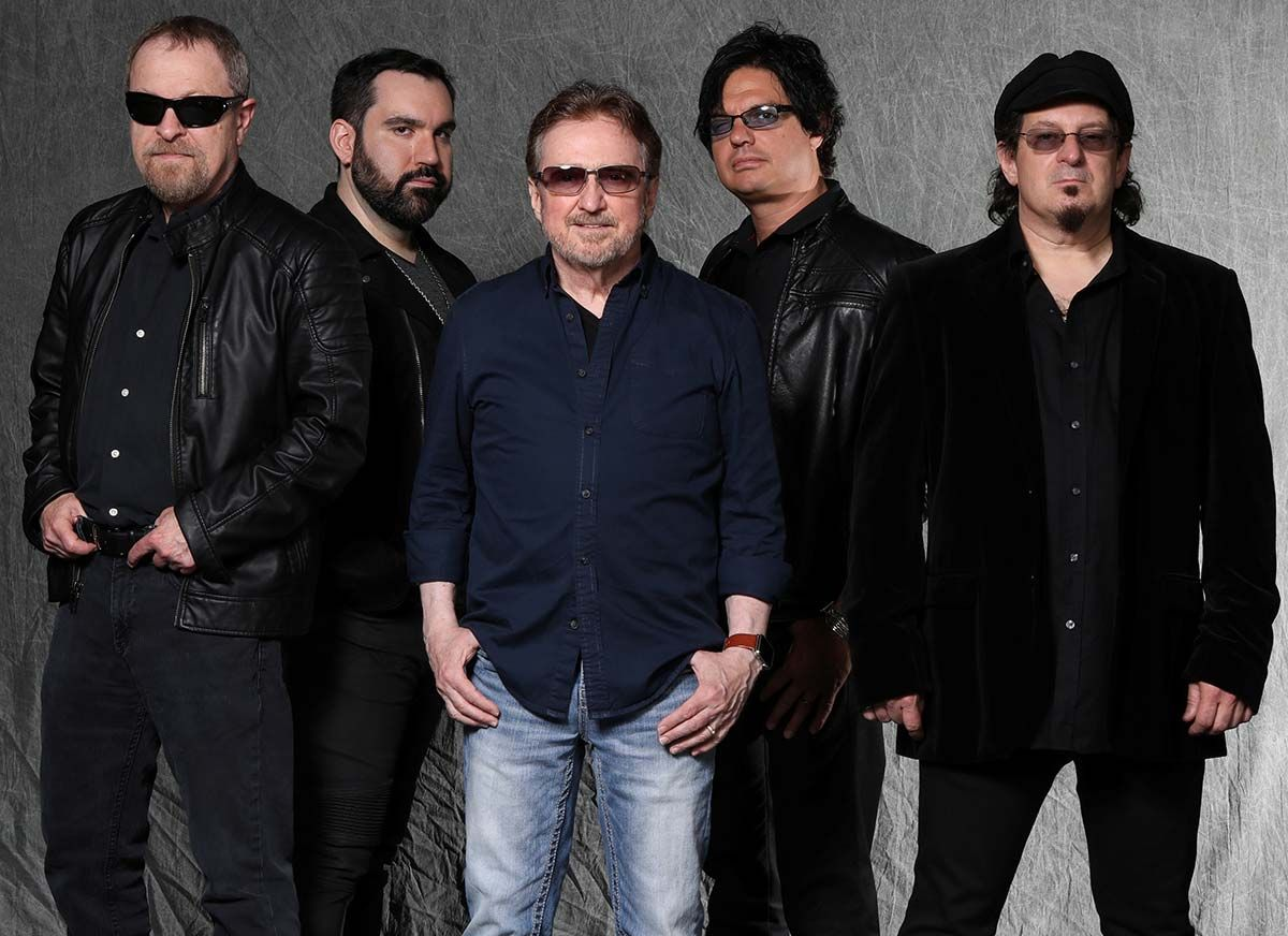 In a new interview, #BlueOysterCult's Eric Bloom talks with us about the stories behind the songs on 'The Symbol Remains' 🎧 --> https://t.co/vsTpXVIeqC https://t.co/tFnWB1uc3f