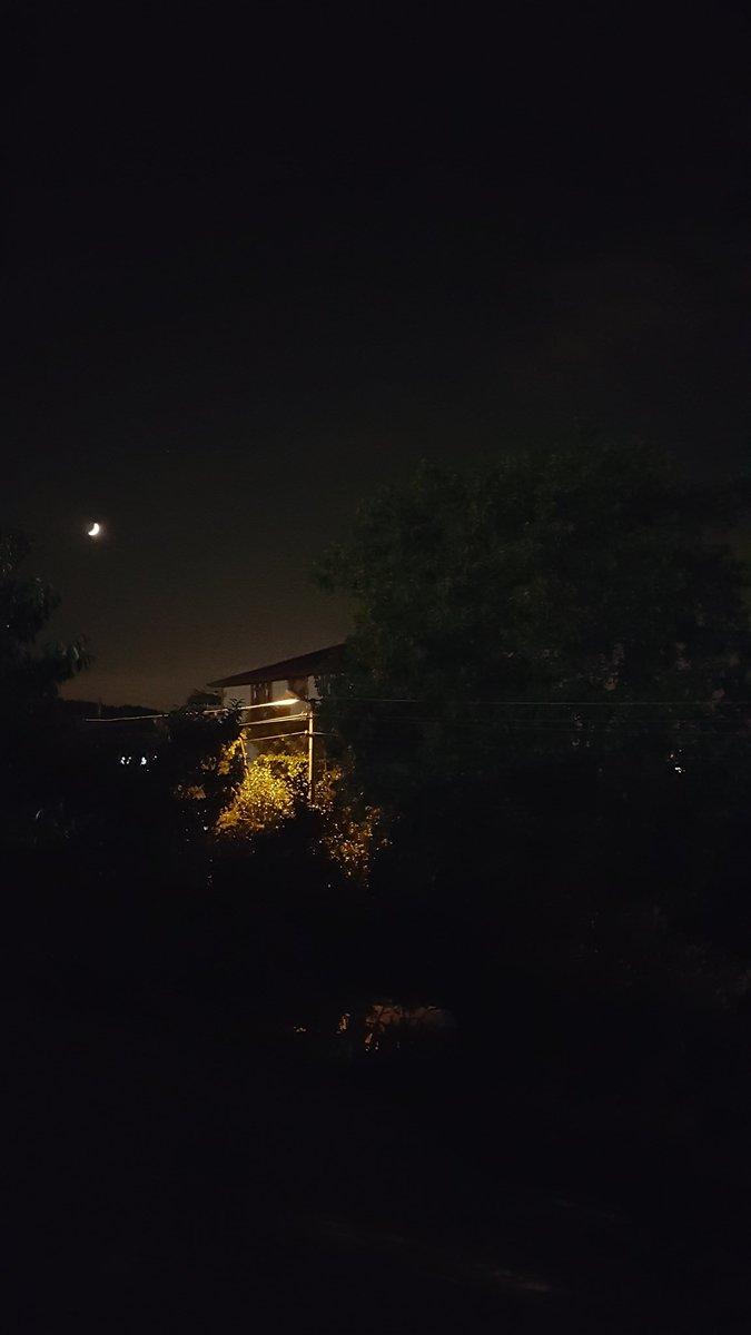 """""""Gecenin üçüdür en uygun zaman, bahse girerim düşünün: sabah çok yakın oysa ışıltı yok ortalıkta nerdeysegecebitmiş ama sürmekte karanlık...""""   Ismet Özel https://t.co/SMDyv7XbA5"""