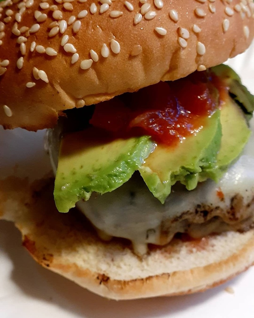 #wecooktogether #burgers #avacadolover #salsa #grilling #dinnertime 💗 https://t.co/fmnsFNoewz https://t.co/v8RLVzD9y6