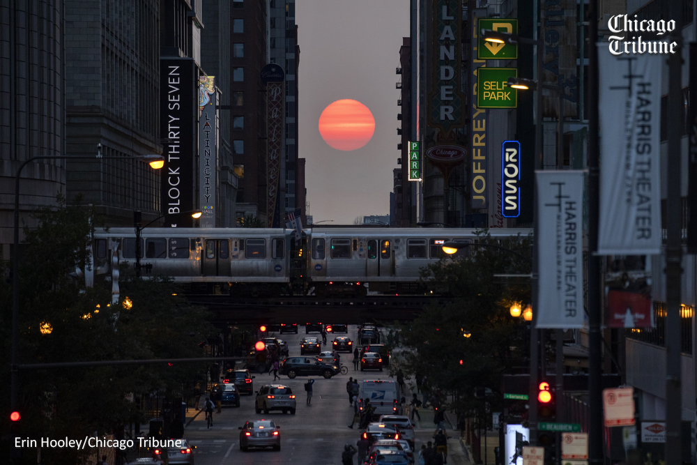 Chicaghenge. 9/21/2020. #Chicago #ChicagoHenge #sunset #light #FallEquinox #Fall #Autumn #endofsummer #ChicagoTribune @chicagotribune @ChiTribPhoto https://t.co/h6kP82JeX9