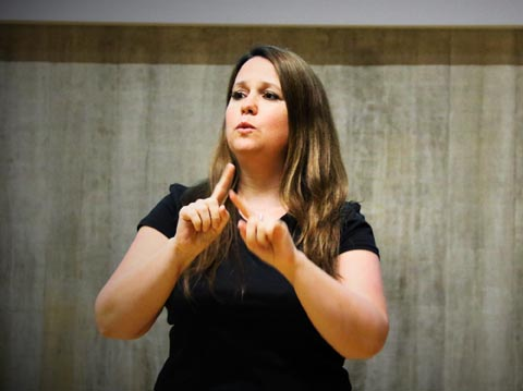 Let's celebrate #NZSLWeek from 21 to 27 Sept. #NZSL  interpretation provides access to the arts for #Deaf people.  @ArtsAccessNZ applauds all the NZSL interpreters providing this access, including Kelly Hodgins https://t.co/qqsU138vT9 https://t.co/mwlWHssmWa