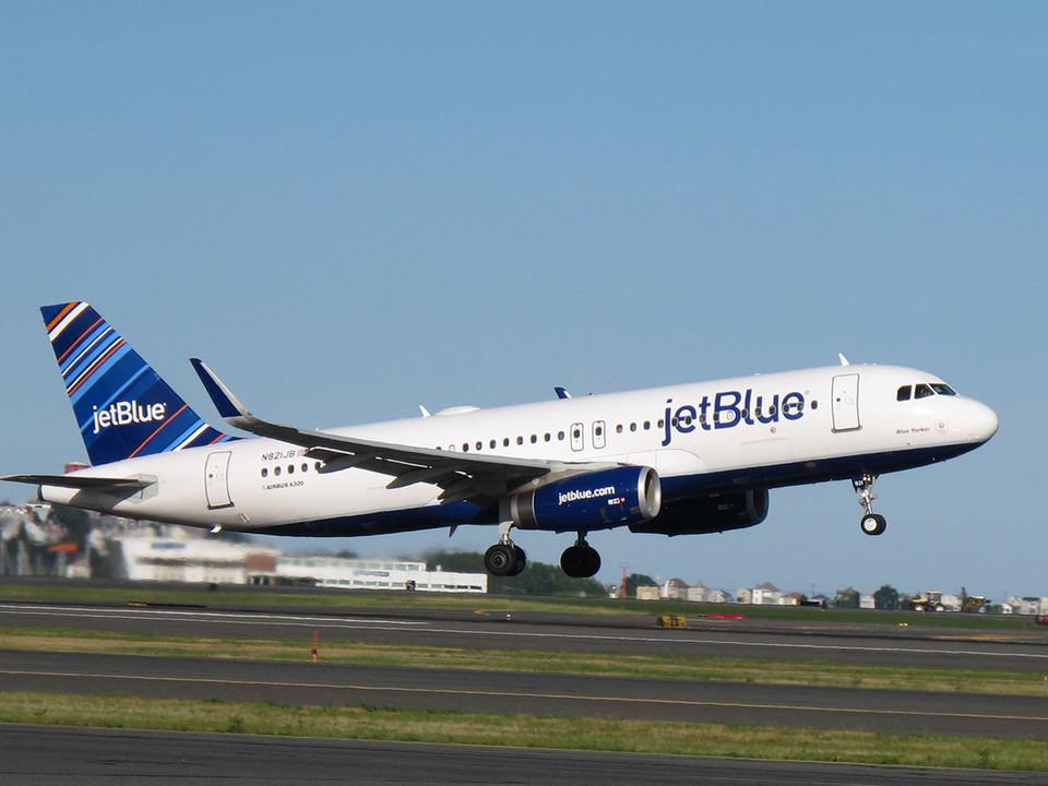 """La aerolínea nortemericana @JetBlue anuncia la reanudación de más vuelos y destinos hacia #Latinoamérica desde sus """"Focus City"""" 👇 https://t.co/SICZb6eqTi https://t.co/t0N5UESJx6"""