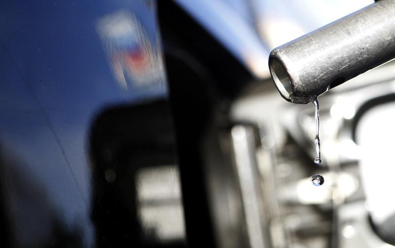 U.S. gasoline prices slump as storm fears wane, demand concerns return https://t.co/DwzAktM0wb https://t.co/UDWrLXeArl