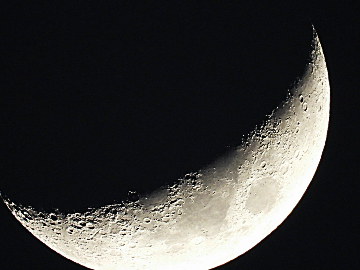 #Moon  #moonobserverday  #MoonLovers  #moonphotography  #moonlight🌙  #moonphoto  #Luna #Creciente  #iluminada, 27.3% #distancia, 364738 #kilómetros #desdecasa  #photographyofday🎬📸  #astrophotography  #astrofotografía https://t.co/88mJ1mFxtd