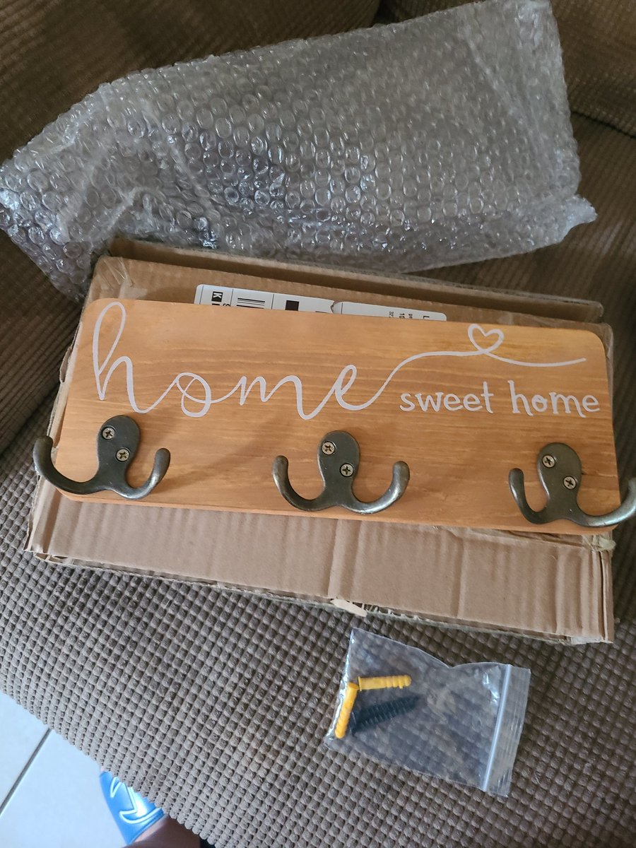 Thnx u so much @Nouman12316 for this cute rustic key holder. I love it. If u want free items for your house follow @Nouman12316 #pm #reviewsanything #entrepreneur #innovator @Nouman12316 https://t.co/T6O6Wi5s0M