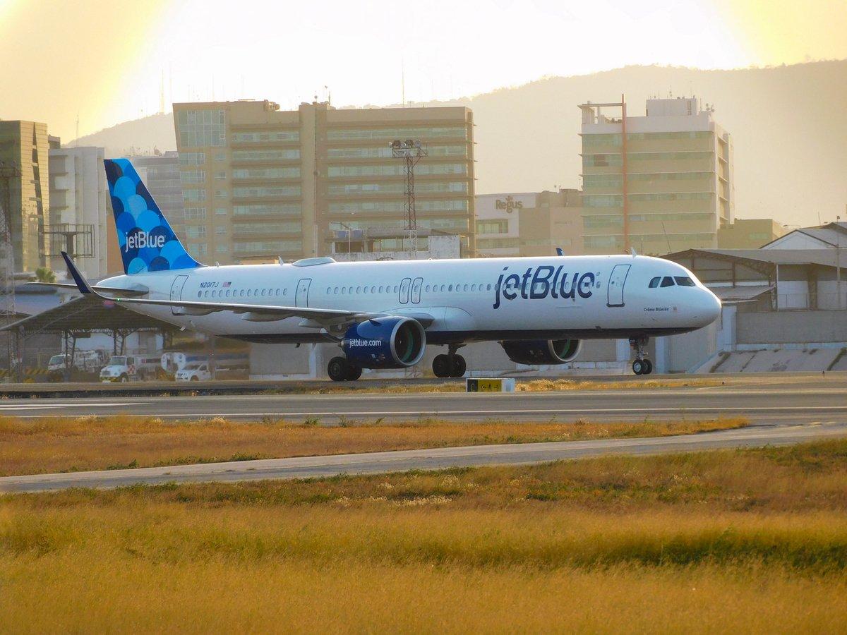 Esta tarde en @Aeropuerto_GYE captamos al A321-271NX de Jetblue N2017J #a321 #jetblue #airbus321 #N2017j #aviationphotography #spotting #spotter #aviationspotter #airportspotting #avgeek #planespotting #avipicec #planespotter #aviationgeek #plane_photos   @n_larenas https://t.co/fU9jWEGrlX