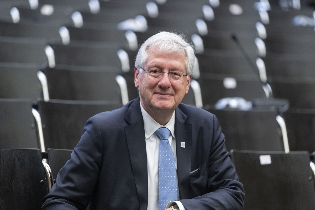 For twelve years now Prof. Dr. Hans-Jochen #Schiewer has been at the helm of the #UniFreiburg, but on 1 October 2020 he takes up the Chair of Medieval #GermanStudies again. We met him for an interview. https://t.co/hkdjR5UXDa https://t.co/pNEGvNXUET