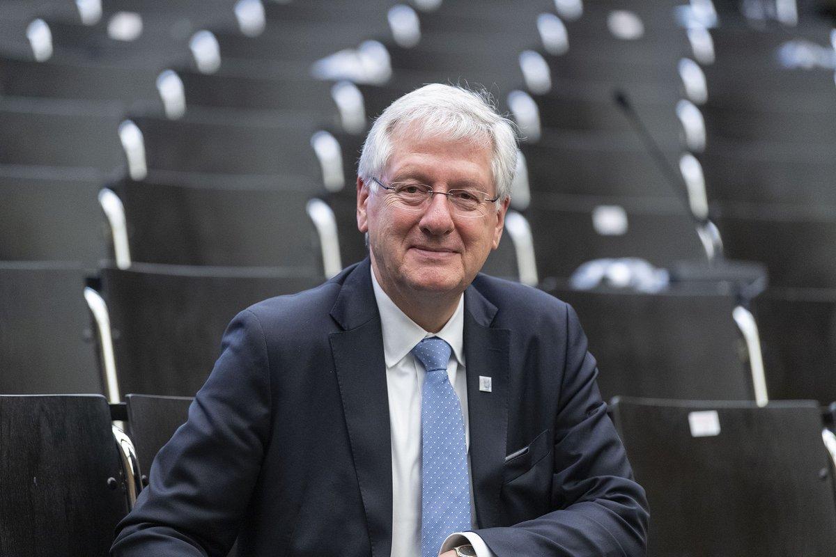 Seit zwölf Jahren steht Prof. Dr. Hans-Jochen #Schiewer als #Rektor an der Spitze der #UniFreiburg. Am 1.10.2020 kehrt er auf seine Professur für Germanistische #Mediävistik zurück. Wir haben ihn zum Interview getroffen. https://t.co/axJiOW5o7u https://t.co/Z9YM7Tyw6v