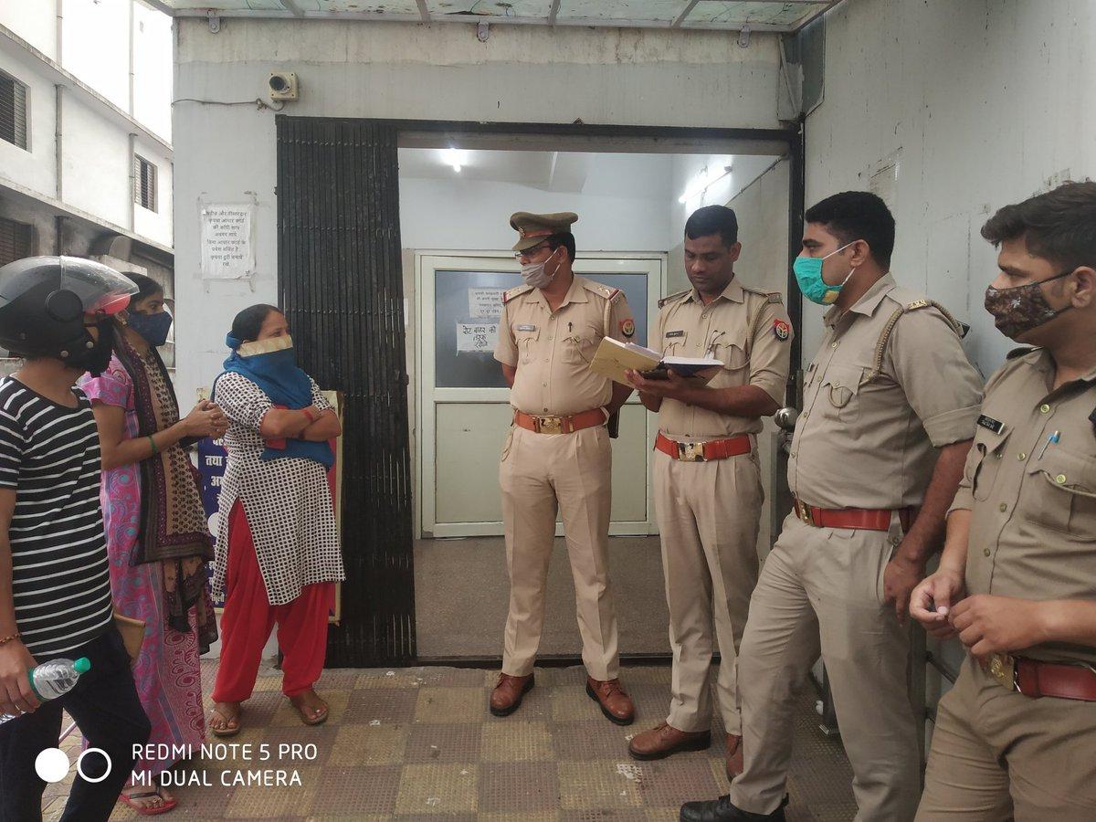 #Moradabad - मॉर्निंग वॉक पर निकले युवक को गोली मारी, अज्ञात हमलावर गोली मार कर हुआ फरार, घायल युवक को अस्पताल में भर्ती कराया, मझोला थाना क्षेत्र के बुद्धिविहार की घटना, किराए के मकान में रह रहा था घायल युवक. @ARajesh_SP  @tonyJatinder9  @ahmedaftab04 https://t.co/vGujRVkORd