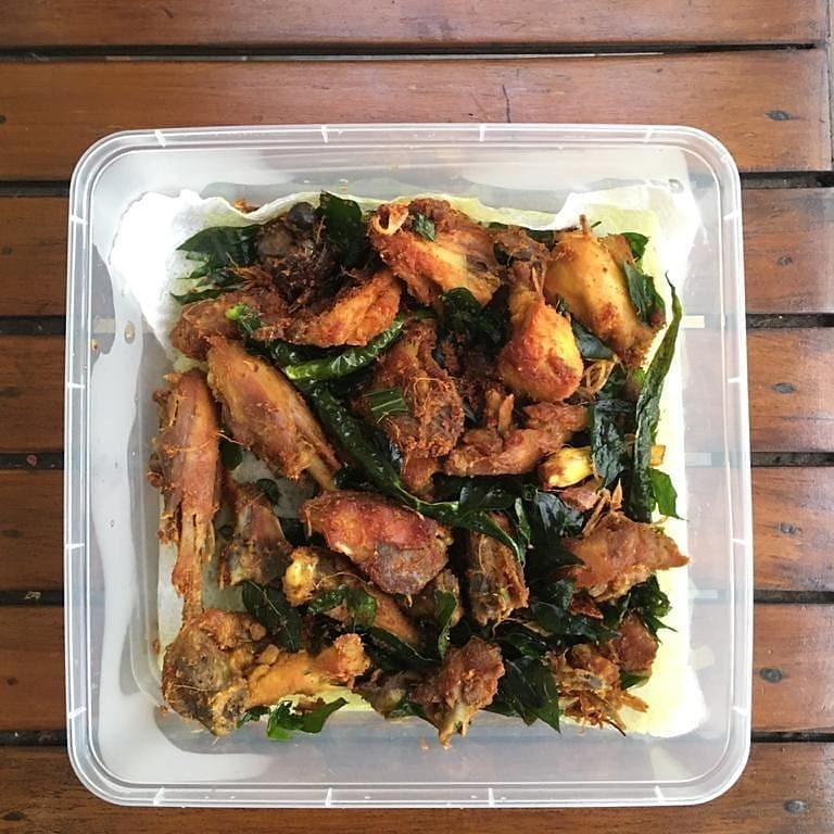 Check our highlight for prices! Tags : #ayamgoreng #ayamtangkap #makanantradisional #traditionalfood #kuliner #kulineraceh #homemadefood #kulinerbsd #kulinerbsdcity #kulinerbsdserpong #makananindonesia #minuman #minumansegar #makananrumahan Reposted from… https://t.co/4M6f3hpjFD https://t.co/oZ3aOH1U0j