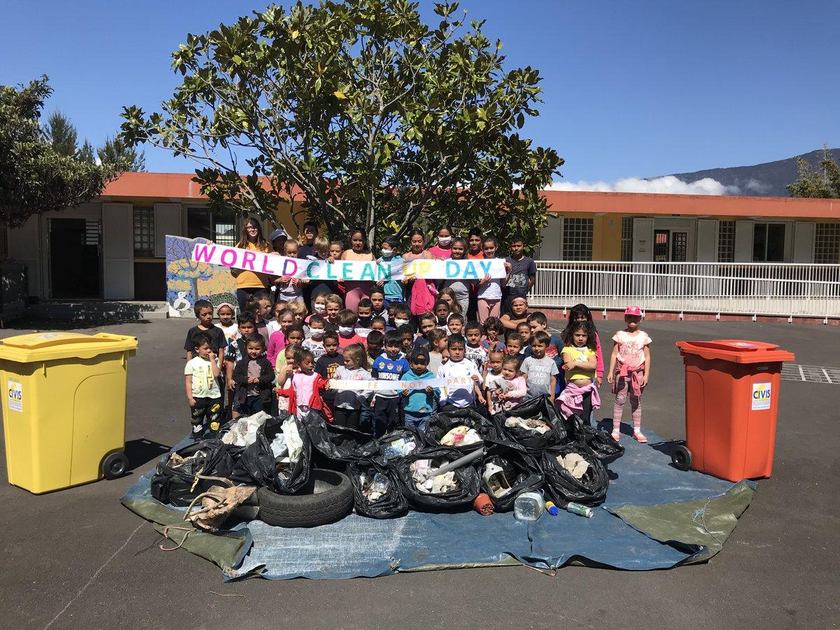 Worldcleanup day à l'école de Bras Sec à #Cilaos. Une dynamique multi-acteurs élèves parents #mairiedecilaos #Civis pour sensibiliser les 67 élèves à la protection de leur environnement et aux gestes éco-citoyens : ramassage puis tri de 60 kg de déchets. #WorldCleanupDay2020 #EDD https://t.co/cxIyBbucRE