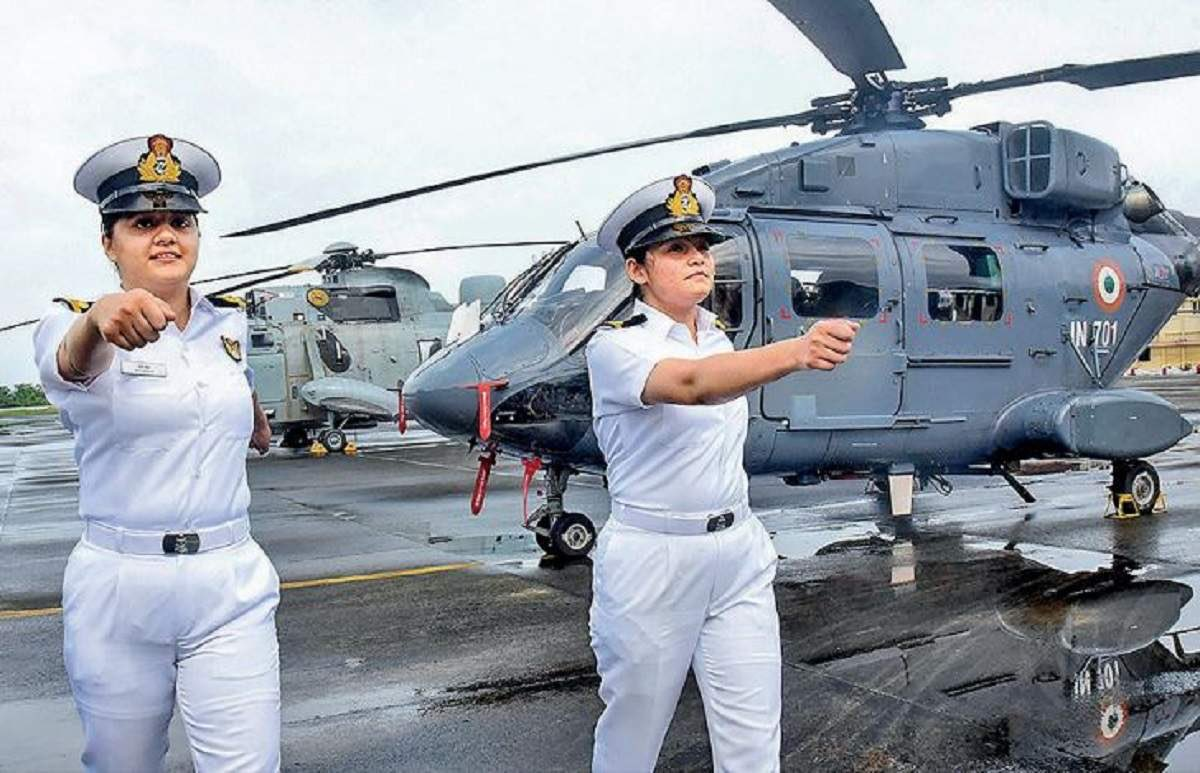 As a woman, I am exhilarated to know that India picks two women pilot for Rafale, two others set to fly warship choppers! @IAF_MCC 🇮🇳 Salutes