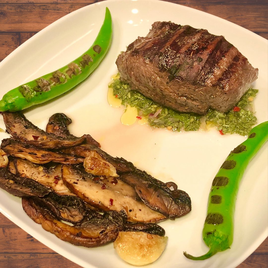 Beautiful piece of tenderloin with chimichurri sauce (recipe below) 🥩🌶 #bbq #carne #grill #barbecue #steakhouse #foodblogger #meat #steak #lunch #yummy #beef #carnivore #burger #delicious #foodphotography #instafood #food #foodlover #restaurant #grilling #instagood #foodie https://t.co/Jkwt5CeDTF