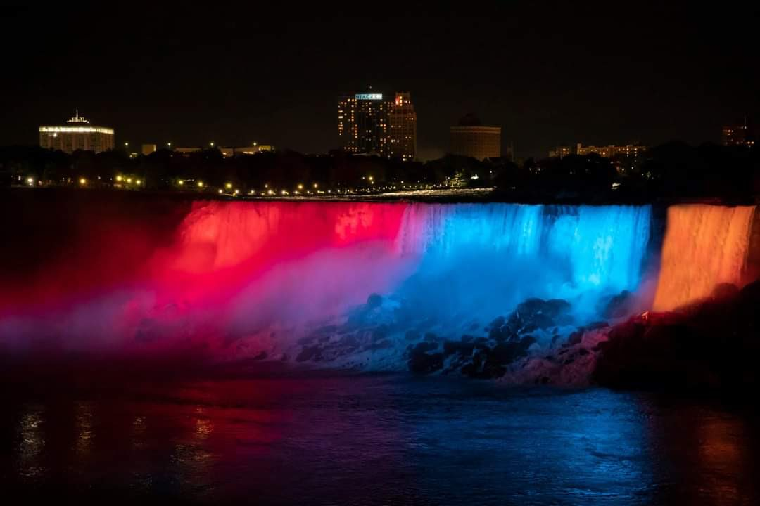 #NiagaraFalls, were illuminated in the tricolor of #Armenia'n flag🇦🇲, as a congratulatory gesture from friendly @Canada. Massive thanks to @armembcan, Niagara Falls Illumination Board, as well as the lovely people. ❤️💙🧡 #independence29 https://t.co/MILsTKIF1S