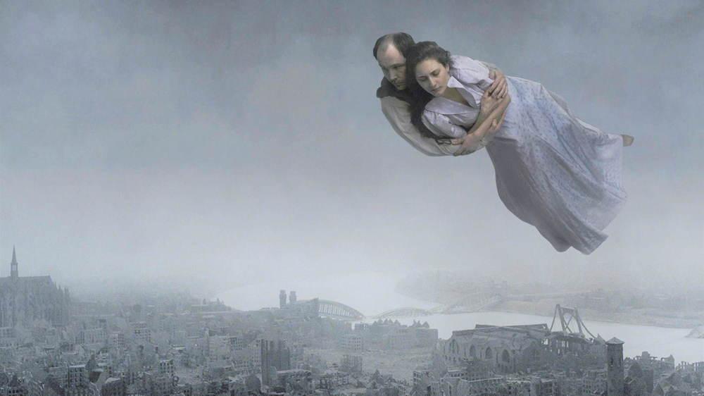 ロイ・アンダーソン監督映画『ホモ・サピエンスの涙』圧倒的映像美で映し出す人々の悲喜劇 -