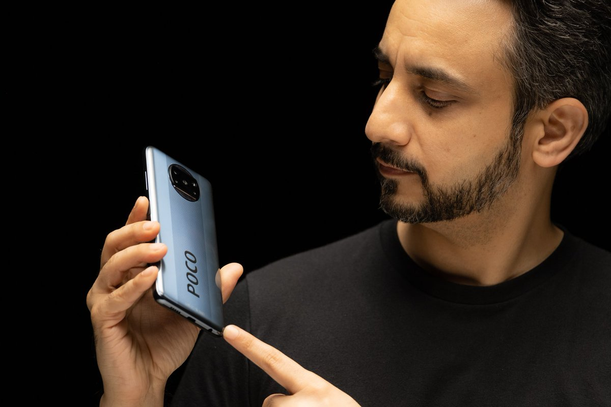 Beyond the 🔥 blazing performance, 120hz realityflow, 6000mah battery, 64MP camera, is the amazing design on the #POCOX3   Which colour did you like more Shadow Gray or Cobalt Blue? https://t.co/rFKk2JSX2m