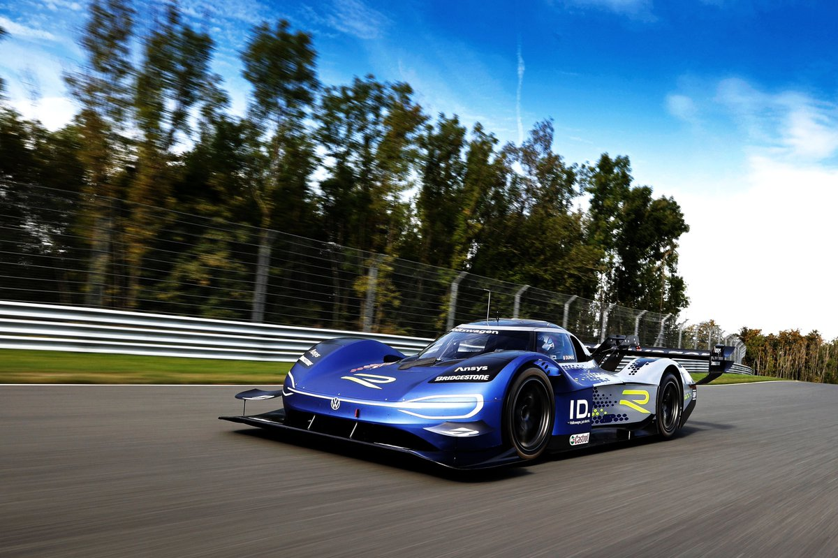 New look for #Volkswagen's ID.R electric race car https://t.co/yBXPsHjRO0 https://t.co/7a55HbsGf6