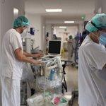 Image for the Tweet beginning: Profesionales exhaustos y hospitales de
