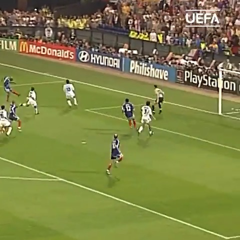 Which game was this? 🇫🇷 Barthez ➡️ Trezeguet ➡️ Wiltord ⚽️  @equipedefrance | @FrenchTeam https://t.co/CmRA86F7oL