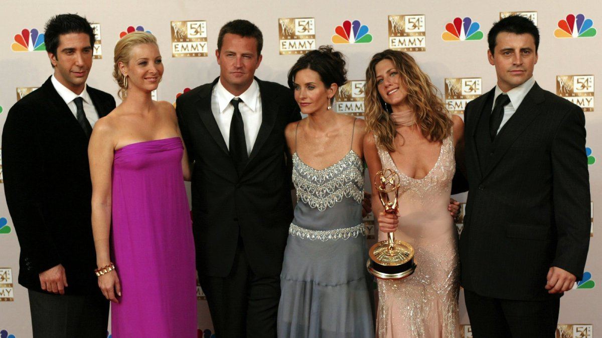 On this day 1994, Friends premiered   Who's your favourite character and why is it Joey? https://t.co/OfyjNaD092