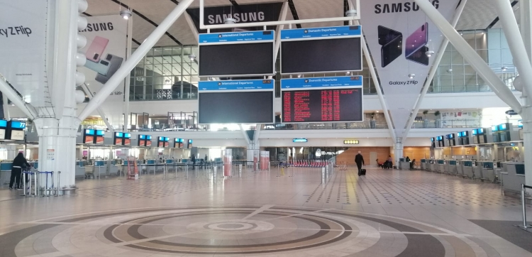 [ICYMI] The Cape Town international airport is ready for arrivals!   A number of methods have been adopted to reduce the risk of #COVID19, including thermal cameras to easily detect travellers' temperatures to help confirm that they are #COVID19 free.  🔗: https://t.co/ICmVyJNhCy https://t.co/O9FBcy2WFi