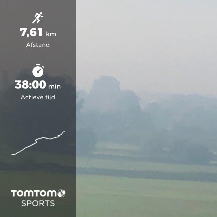 Werkdag gestart met een kort loopje van 7,5km langs uiterwaarden Oosterbeek. Schitterend met die nevel👌. #iloverunning  @loopmaatjes @looppassie @Lopen_is_leuk https://t.co/VGqtKzJ8XM