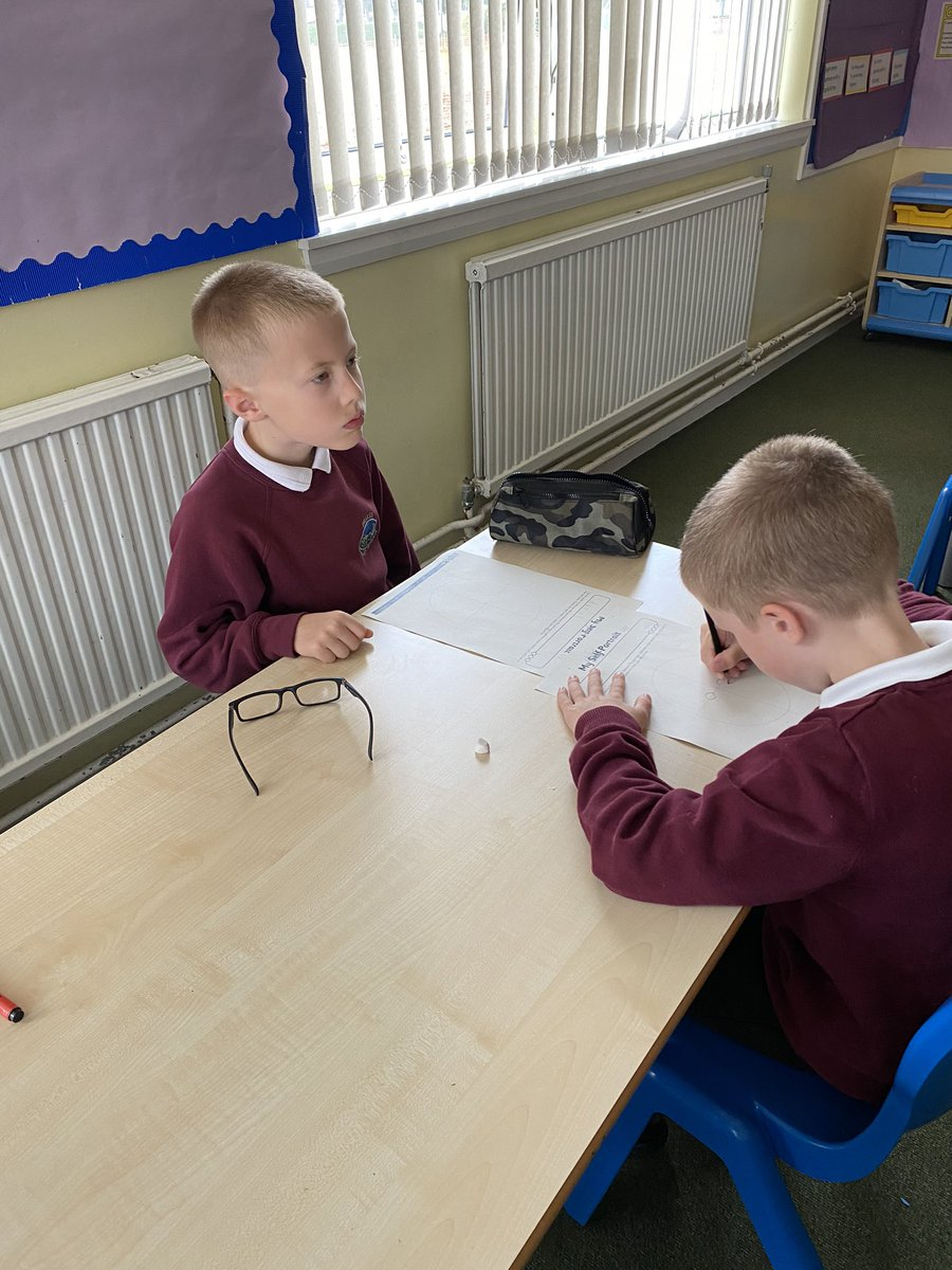 A slight delay in posting 🙈 but P4 were nothing short of EPIC in their Art and Drama lessons last Wednesday. Look at their concentration during their portrait session and their commitment to roles during freeze frames in Drama! 🤩 #RisingStars https://t.co/CFUtTzUphT