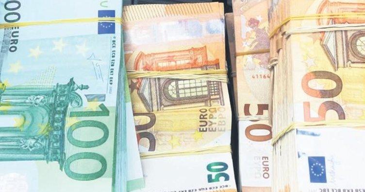 SINIRDA BULGARİSTANLININ 300 000 EURO İLE 200 000 STERLİNİNE EL KONDU https://t.co/Pk4MX2Sdkl #bulgaristan #sinir #para https://t.co/ou2oeLFMqp
