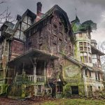 Image for the Tweet beginning: Abandoned houses from around the