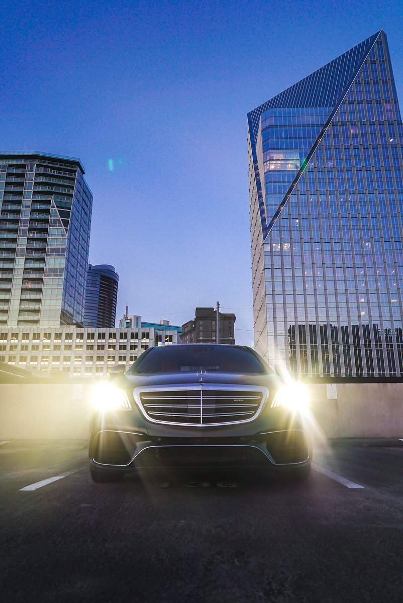 [Kraftstoffverbrauch kombiniert: 8,9 l/100km | CO₂-Emissionen kombiniert: 203 g/km | amg4.me/efficiency-sta…] Front to back, inside and out - the Mercedes-AMG S 63 is the ultimate treat for the senses. 📷 Sam Cody via #MBphotopass for @MercedesBenzUSA