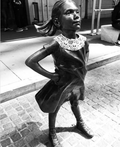 A lace collar placed on the Fearless Girl statue, in honor of Ruth Bader Ginsburg, outside the New York Stock Exchange.  #RBG https://t.co/nappvDIWmR