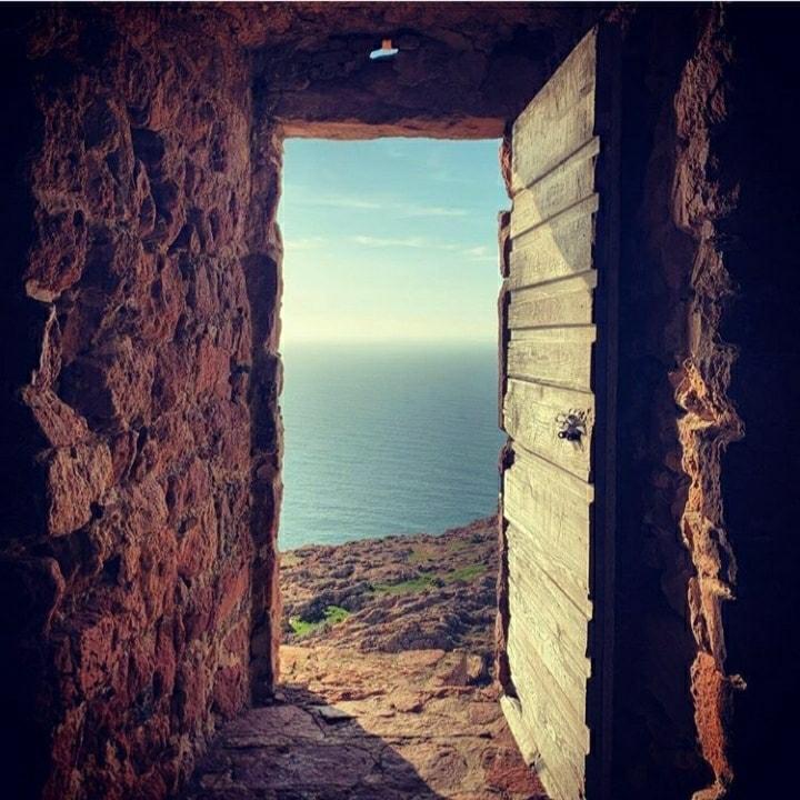 Une porte ouverte sur l'horizon, avez-vous déjà vu cela ?🤔 #PartezEnCorse 🧳 et vous aurez peut être la chance d'en admirer🤩 d'autres vous offrant des vues🔭 encore plus jolies ! 📸 Merci @dianasaliceti pour cette belle photo 🤩 https://t.co/2yGciGtYGP