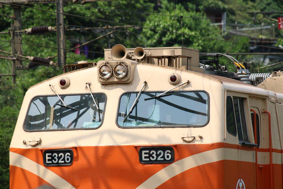 待機中  Instagram:https://t.co/Tz3dW53RXO  #台鐵 #機関車 #電気機関車 #鉄道写真 #鉄道撮影 #鉄道 #鉄道写真が好きな人と繋がりたい #鉄道風景 #鉄道のある風景 #撮り鉄 #鉄旅 #railroadphotography #railwayphotography  #railways_of_our_world #rail #trainstagram #electriclocomotive https://t.co/mJuHXLz7Mn