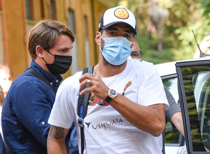 """Big issue. There has been """"irregularities"""" in the test of Luis Suárez for Italian Exam in the University for Perugia. """"Suárez got advance questions, he had the passport by cheating"""", according to preliminary investigations [Ansa]. Meanwhile, he's waiting to join Atlético... 🚨 https://t.co/Idy1gisZFu"""