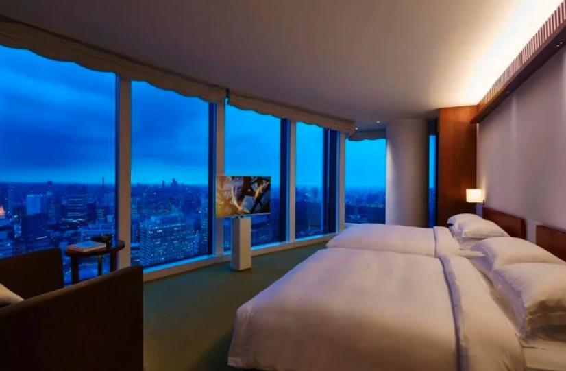 GoToで絶対に利用したいあり得ないお得なホテルが「アンダーズ東京」虎ノ門ヒルズにある最高級の外資ホテル。通常70,000円の宿泊料金が、実質1人1泊6,000円(2名で宿泊の場合)。流石に価格破壊もいいところ。金輪際この値段では泊まれないぐらいGoToとホテル独自の割引で神がかっている。
