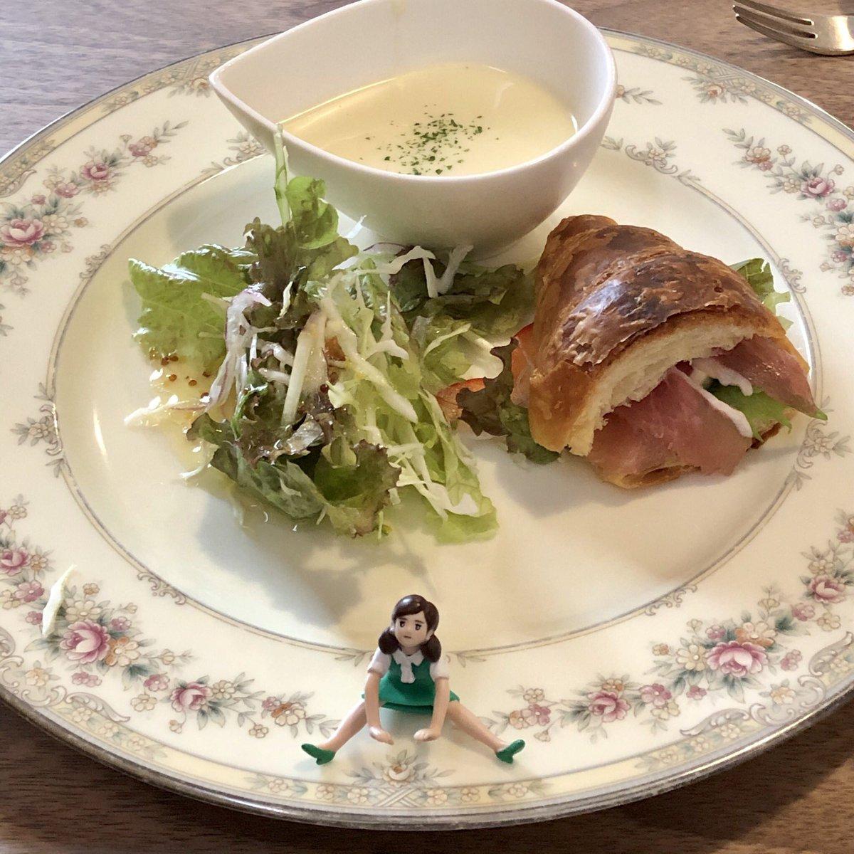 今日は一日遅れの敬老の日ランチでした! #敬老の日 #ランチ #lunch #柚子の樹 #チーズハンバーグ #フチ子 #fuchiko https://t.co/3mTVYwyCMB