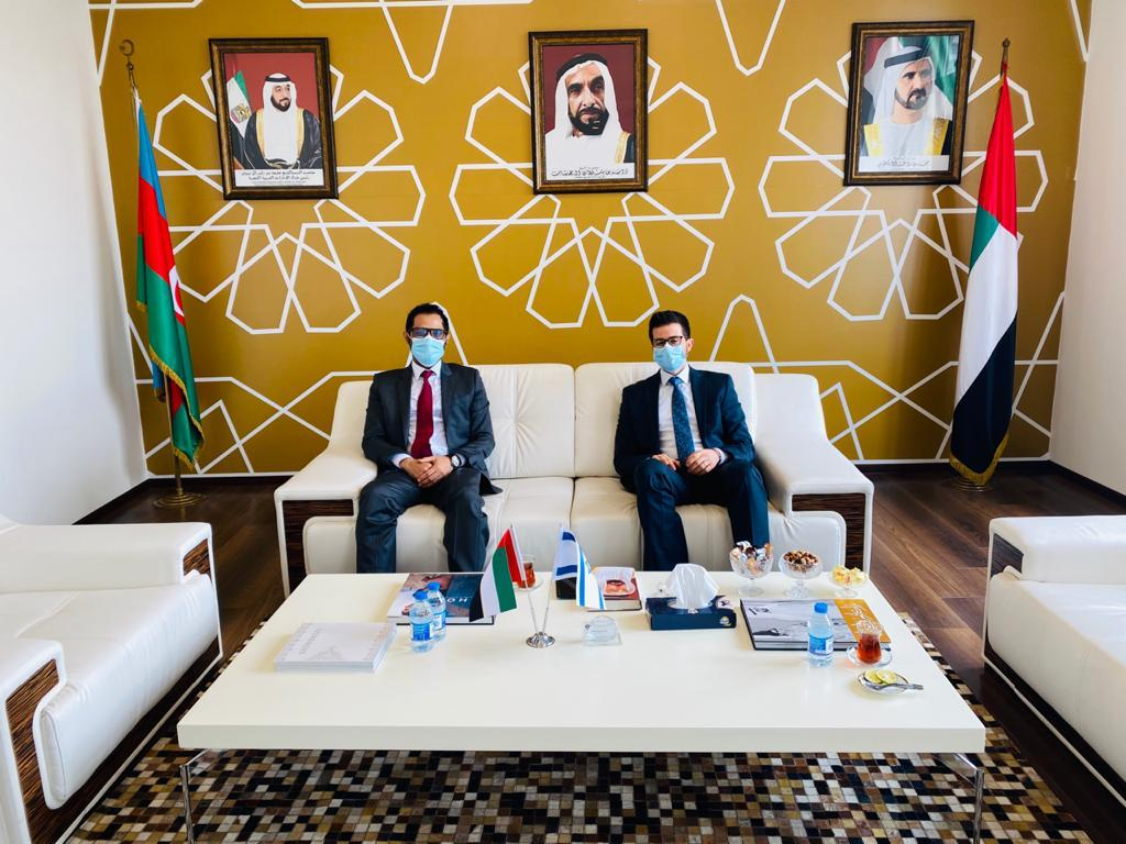 Today history was made. I, Israel's ambassador in Azerbaijan, met the acting Ambassador of the UAE: the first meeting between Israeli and Emirati Ambassadors in Baku– and the first anywhere to be held in Arabic. Peace is possible. We must never lose hope in our common future 🇮🇱🇦🇪 https://t.co/QMmQveDrLs