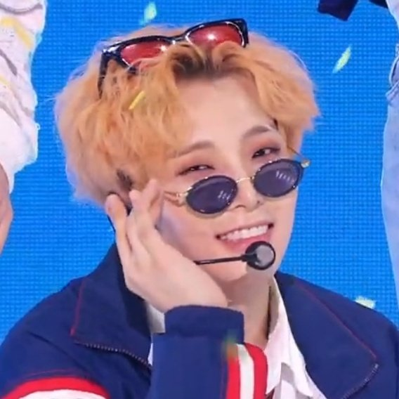 Seoho is so cute but so random 😂 why does he wore 2 glasses.....on stage..... https://t.co/TT3bWecIP2