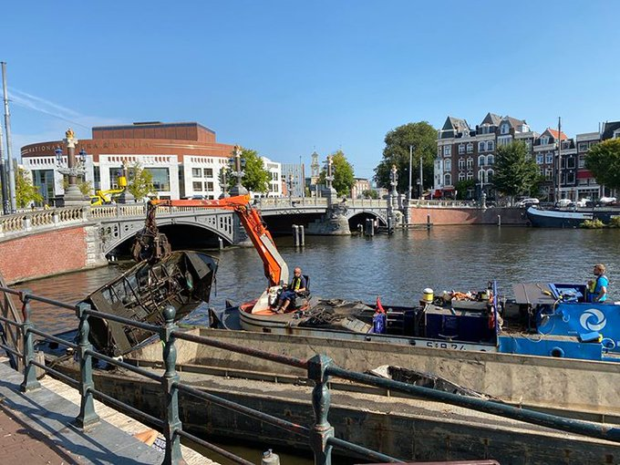 Mooie plaatjes van onze bootwrakkenvissers 🚣♀️ Dank je wel voor het sturen, Andy! 😃  #Amstel #cleanup
