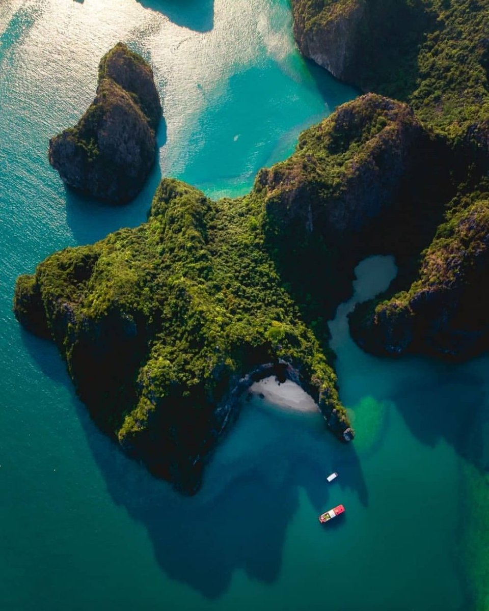 Great, huh?  #Water #Archipelago #Island #Coastalandoceaniclandforms #Sea #Islet #Aerialphotography #Lagoon #Rock #Inlet #dronesdaily #quadcopter #dronegear https://t.co/4DUBDfy7e1