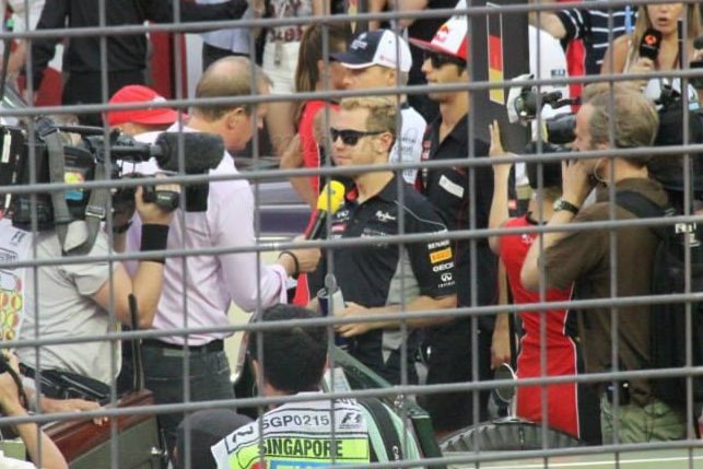 On this day back in 2013, Sebastian won the Singapore for the 3rd time in 3 years. Photos all taken by me. 😁❤️  #singaporegp #f1nightrace #mysgprewind #sebastianvettel #seb5 #sv5 https://t.co/F4tlodyDJz