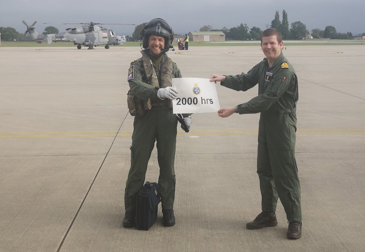 Congratulations to @825NAS Ops Officer Lt Cdr Oli Brooksbank on achieving 2000 hours. Here is to the next 2000. BZ Oli! Only possible due to a highly professional team of Engineers and support staff. #flynavy #nihilobstat @RNASYeovilton