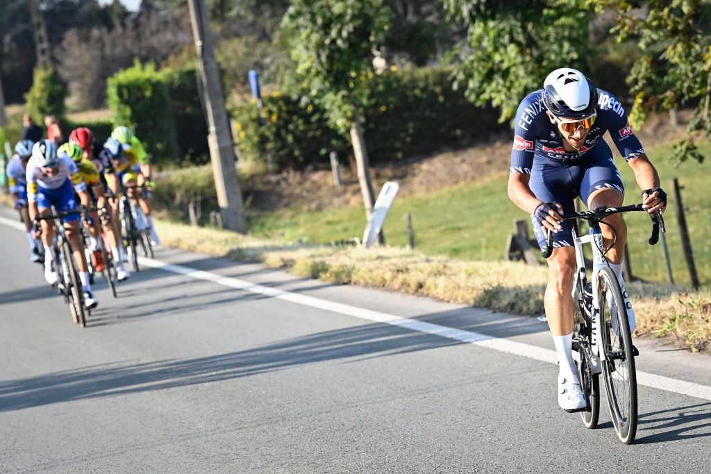 Dries de Bondt (Alpecin-Fenix) keeps the Belgian championship title in the team, taking a solo win ahead of Deceuninck-Quickstep's Iljo Keisse and Pieter Serry https://t.co/UeDkKOB7aQ https://t.co/yW7xjh3Bcx