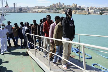 Emergenza migranti, riattivata temporaneamente tensostruttura a Porto Empedocle - https://t.co/CwYKcDqRaI #blogsicilianotizie